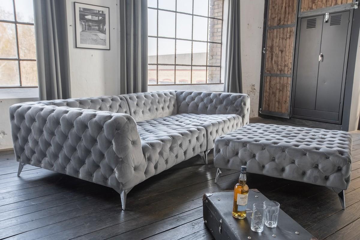 Sofas - KAWOLA Set Big Sofa und Polsterhocker NARLA Chesterfield Velvet silber  - Onlineshop Moebel–style.de